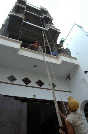 图文:印尼开展灾后重建(3)