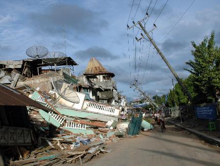 印尼地震灾区尼亚斯岛今晨发生5.8级强烈余震