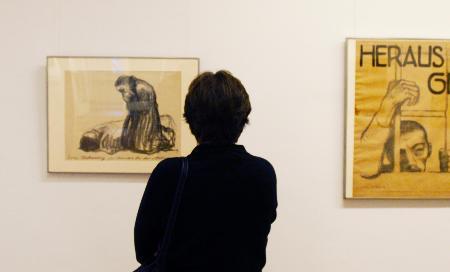 图文:(1)德国举行艺术展控诉纳粹暴行_新闻中心