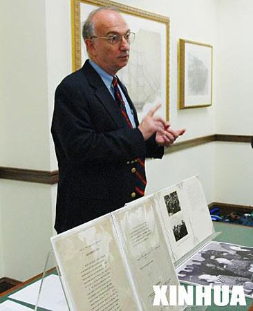 组图:美国国家档案馆展示纳粹德国投降书原件