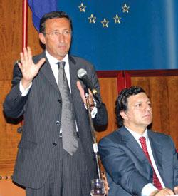 欧盟制宪受阻欧元遭拷问专家称欧元15年后消失