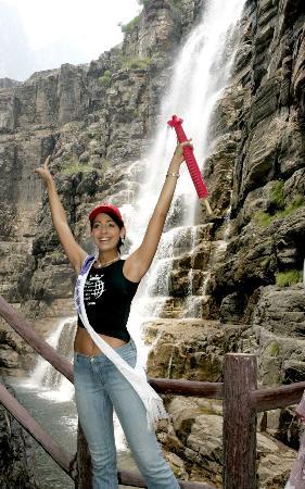 图文:[社会文化专线](2)国际旅游小姐畅游云台山