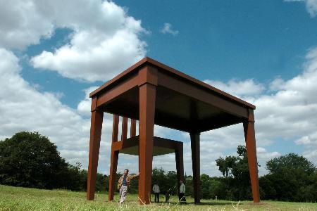 图文:巨型桌椅(4)