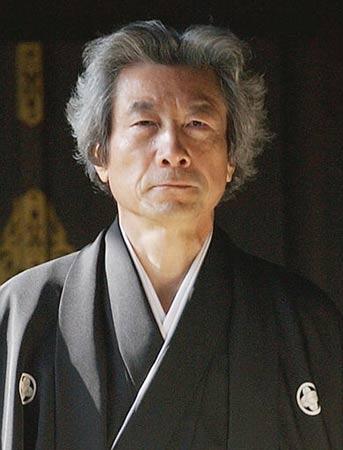 日本45名议员集体支持小泉参拜靖国神社
