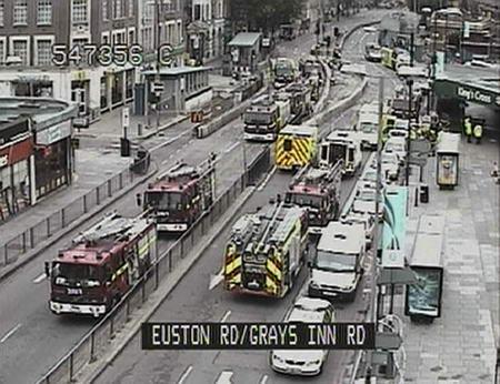 图文:伦敦地铁爆炸现场全景