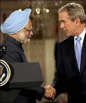 布什承诺将与印度在民用核电领域合作(图)