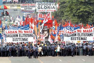 阿罗约冷静应对弹劾案发表国情咨文列举成就