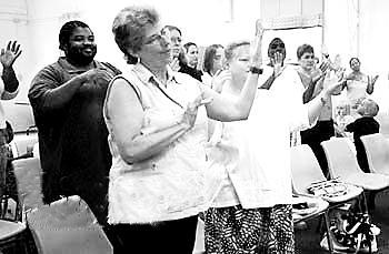 计划建造手语交流城市 聋哑人不再担心受孤立 劳伦特城:聋哑人的乌