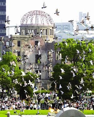 广岛纪念原子弹爆炸60周年小泉重申无核三原则