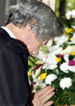 小泉对二战给亚洲人民带来伤害表示道歉(图)