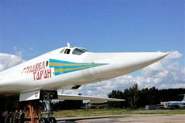 普京乘坐远程战略轰炸机全程体验飞行演习(图)