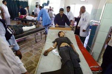 巴格达警察遭袭至少13人死亡43人受伤(组图)