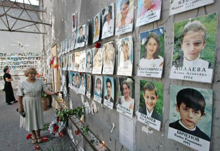 别斯兰人质事件周年车臣匪首准备袭击录像曝光