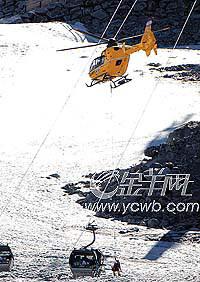 奥地利运载混凝土直升机砸中滑雪胜地缆车(图)