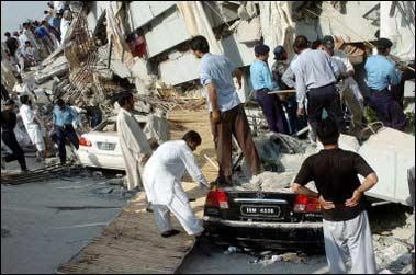 组图:印度北部和巴基斯坦境内发生7.8级地震
