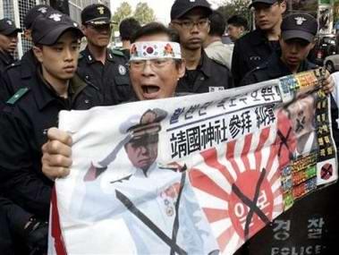韩国就小泉参拜靖国神社召见日本驻韩大使(图)