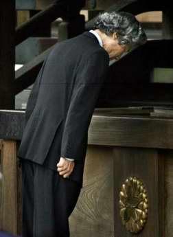 日本首相小泉纯一郎参拜靖国神社