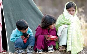 巴基斯坦地震灾区上万儿童身陷生死边缘