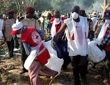 尼日利亚警方找到失事客机的黑匣子(组图)