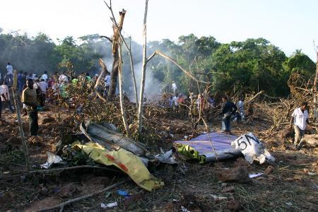尼日利亚空难现场遭洗劫遇难者现金衣服被抢