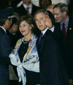 布什乘专机抵达阿根廷出席第四届美洲峰会(图)