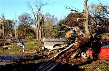 美国遭龙卷风袭击至少23人死亡220人受伤(图)