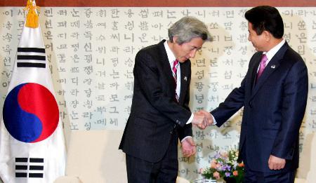 卢武铉与小泉简短会晤称不接受日本对历史态度