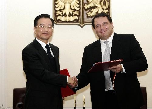 图文:中捷两国总理签署联合声明