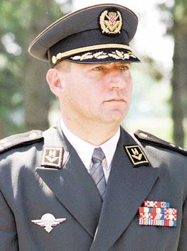 戈托维纳因一九九五年在克罗地亚塞族聚居区指挥由克