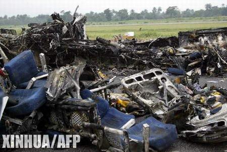 尼日利亚空难原因为飞机撞上排水渠