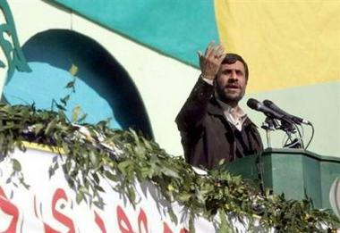 内贾德 *** 漫画 伊朗总统/资料图片:14日,伊朗总统内贾德发表讲话。