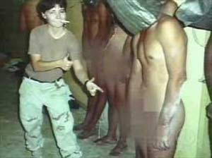 美国虐囚女兵英格兰服刑期间被严重烫伤