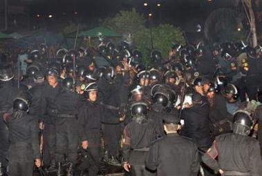 埃及警察与苏丹难民发生冲突53人伤亡(组图)