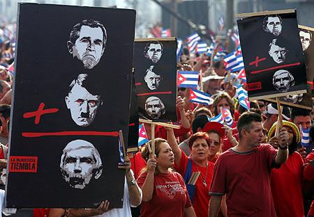 古巴首都100多万人举行反美大游行(组图)