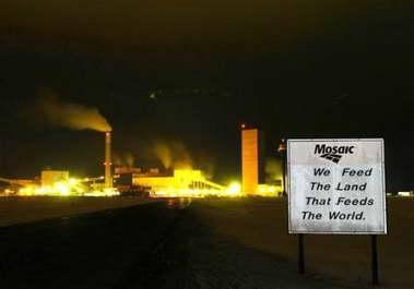 加拿大钾盐矿发生大火70名矿工被困井下(图)