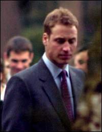 威廉王子按军规剪短发周末约会女友(图)