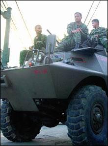 菲律宾4000人举行反政府游行要求总统下台(图)