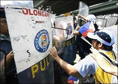 菲律宾4000人举行反政府游行要求总统下台