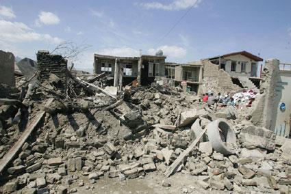 伊朗大地震伤亡已逾千