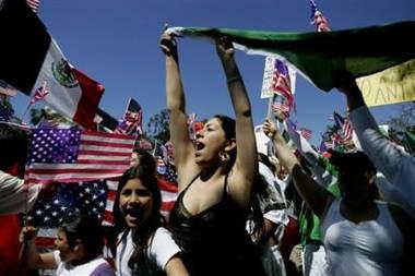 美国各地爆发大规模游行抗议新移民法(组图)
