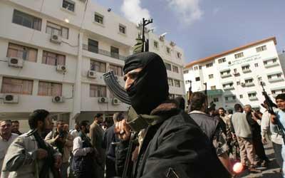 巴勒斯坦武装人员冲击巴卫生部并与警方交火
