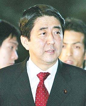 韩日独岛争端由日本内阁官房长官安倍晋三操纵