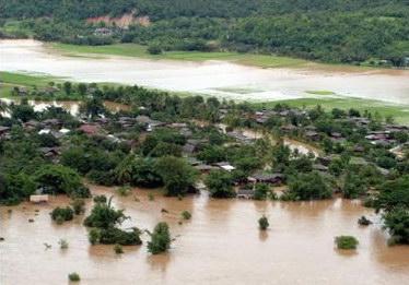 泰国持续暴雨引发滑坡致近四十人死亡