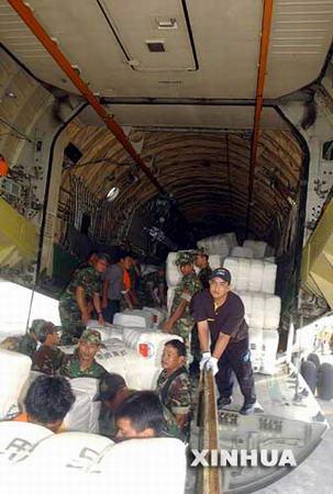 组图:中国救援物资运抵印尼
