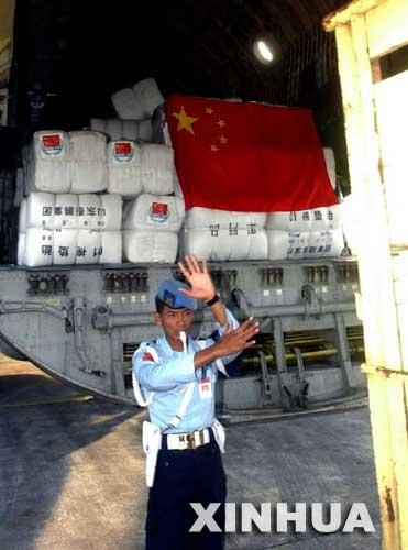 中国向印尼交付地震救灾物资