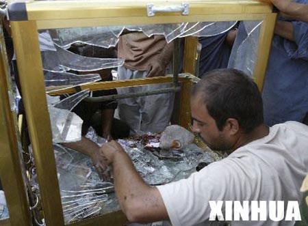伊拉克巴士拉汽车炸弹爆炸15人死亡30人伤(图)