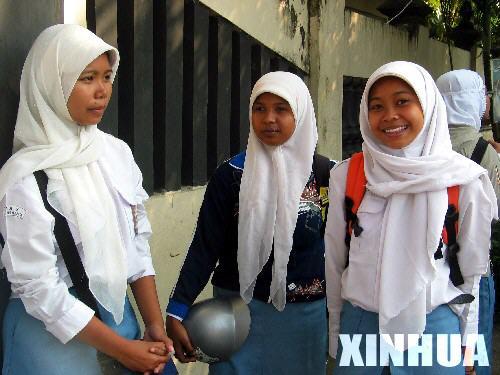 印尼班图尔地震灾区部分学校复课[组图](3)