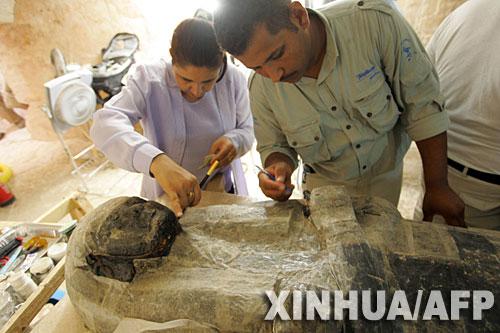 埃及帝王谷新现墓穴挖出木乃伊制作 秘方
