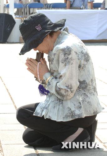 日本长崎举行遭原子弹爆炸61周年仪式