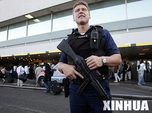 英国警方挫败飞机恐怖爆炸图谋